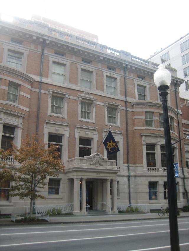 9 - Metropolitan Club